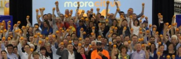 Opening_Moora_Citrus_Shed_3_Nov_17_crowd_370x120.jpg